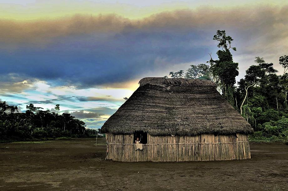 Maison traditionnelle achuar voyage Equateur