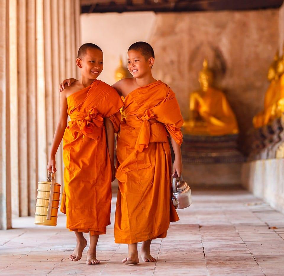 Deux petits moines bouddhistes
