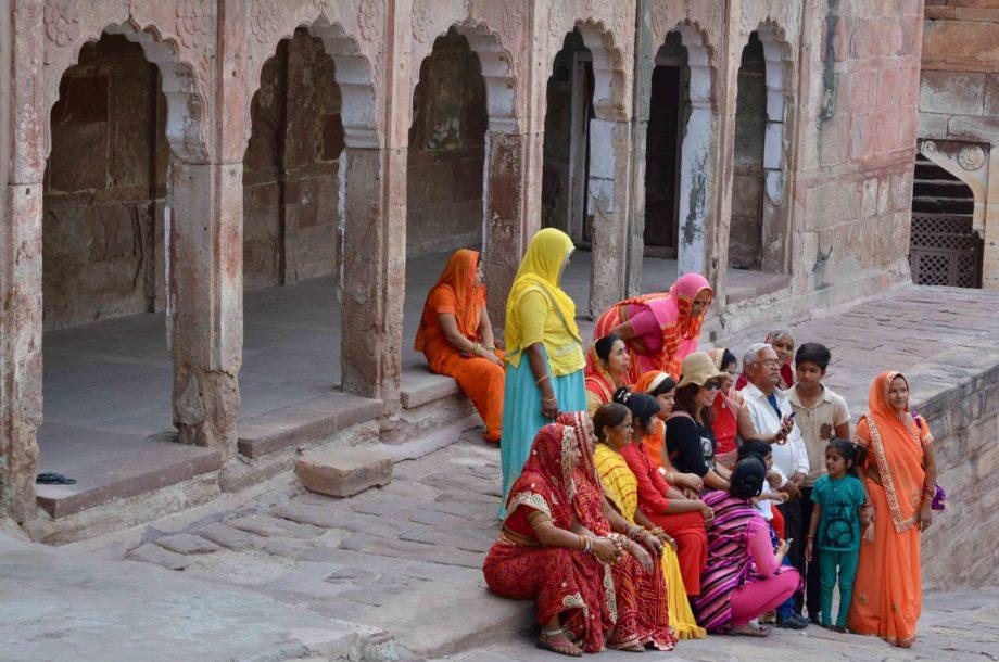 Femmes en sari Fort de Mehrangarh Jodhpur Inde