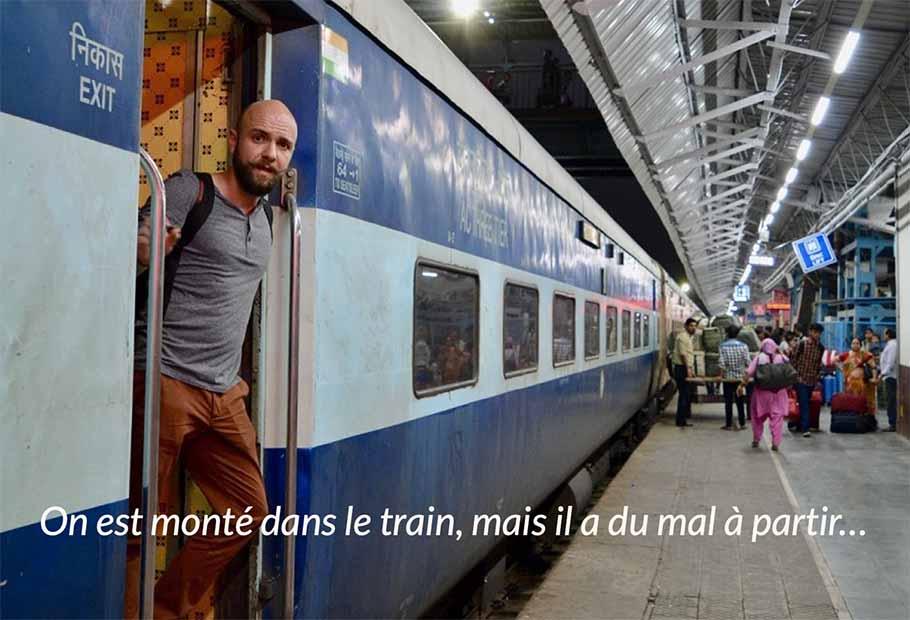 On a besoin de vous - Alexis dans un train en Inde