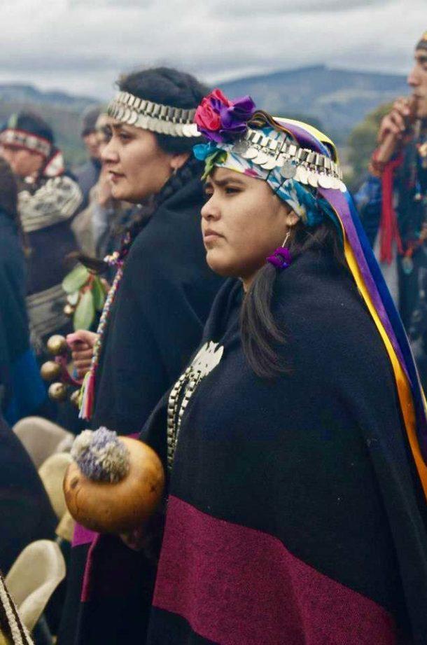 Jeune Mapuche en tenue de cérémonie
