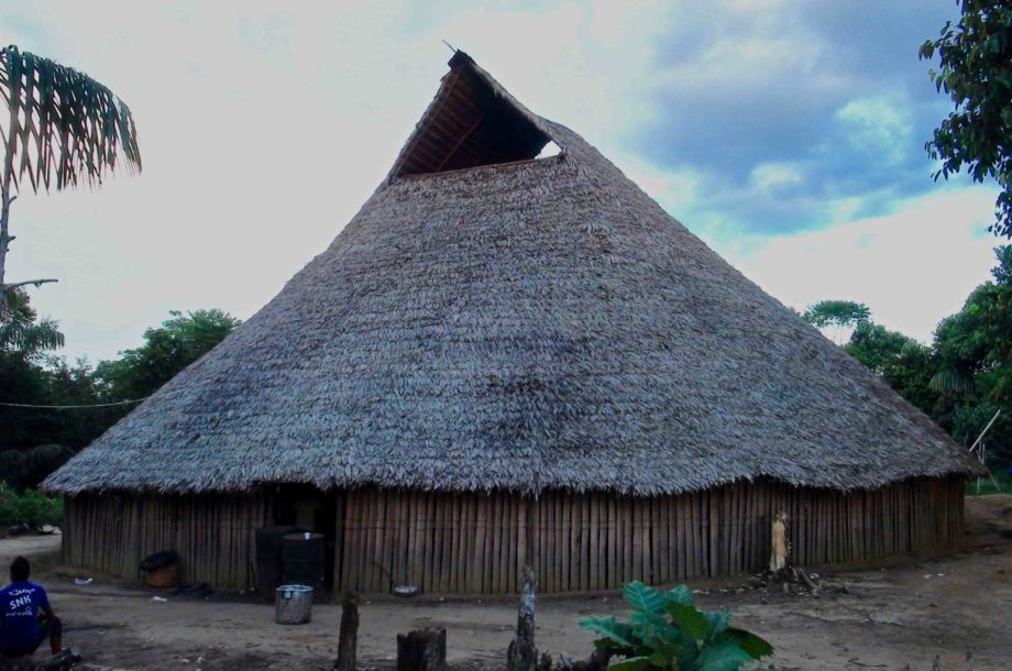 Maison traditionnelle Yucuna Indiens d'Amazonie