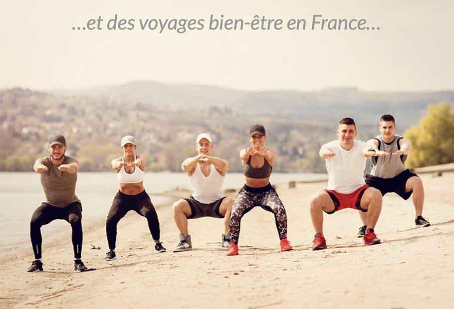 Groupe d'amis faisant des squats sur la plage on a besoin de vous