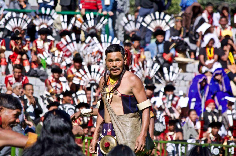 Guerrier Naga au festival Hornbill au Nagaland voyage Inde