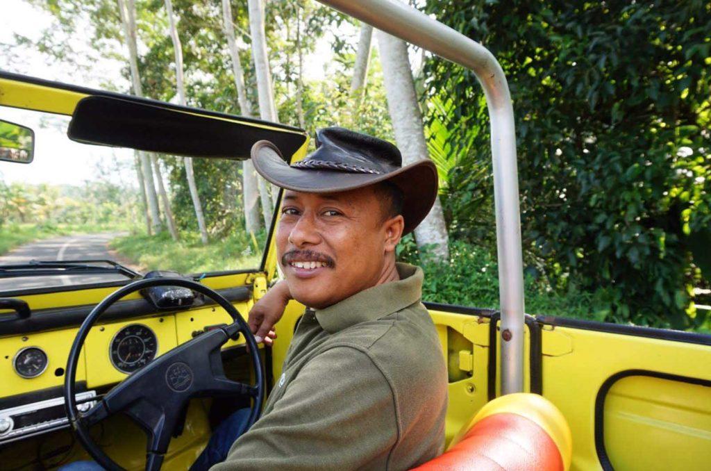 Wayan dans sa VW safari à Bali