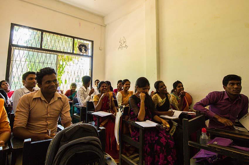 étudiants dans une classe au Sri Lanka